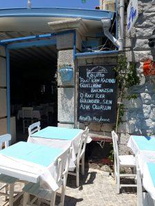huzurlu mavi çeşme alaçatı balık lokantası