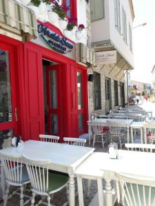 huzurlu mavi çeşme alaçatı cafe restaurant4