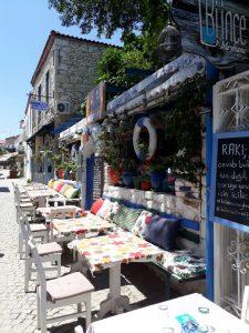 huzurlu mavi çeşme alaçatı balık lokantası2