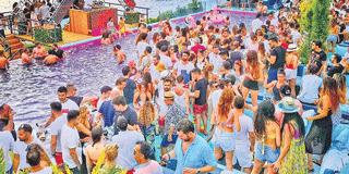 çeşme beach partileri insanlar